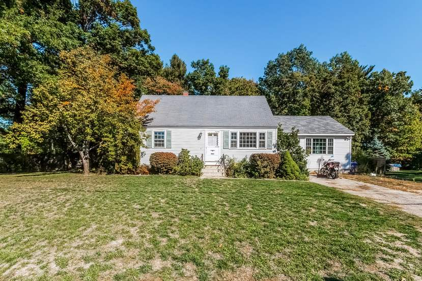 17 Madison Dr, Hudson, NH 03051