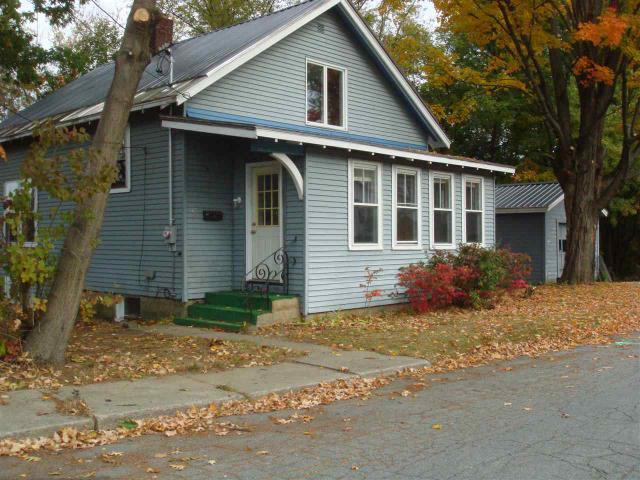 17 Edgewood St, Claremont, NH 03743