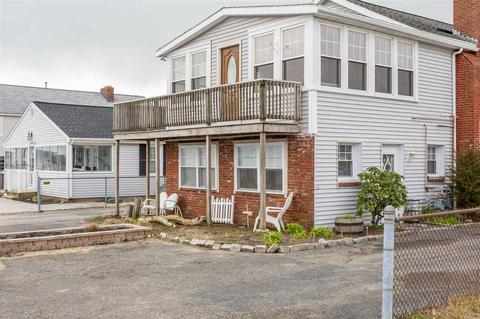 93 Concord St, Seabrook, NH 03874