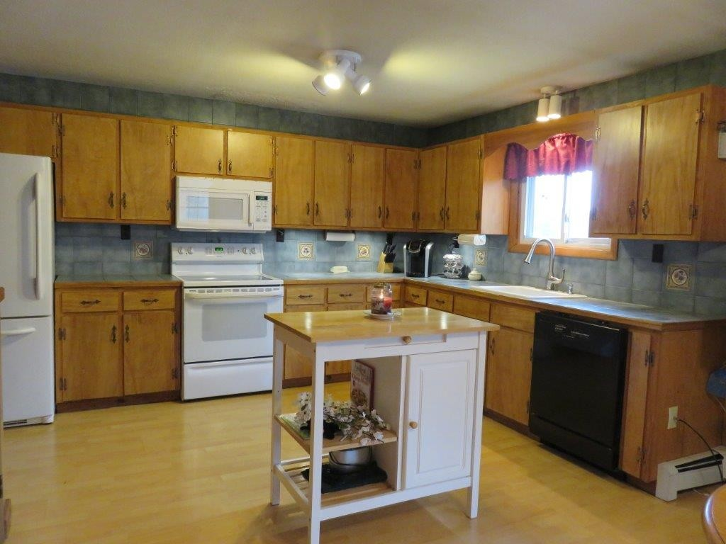 6 Goose Pond Road, Canaan, NH 03741