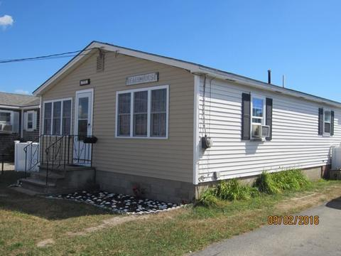 77 Brown Ave, Hampton, NH 03842
