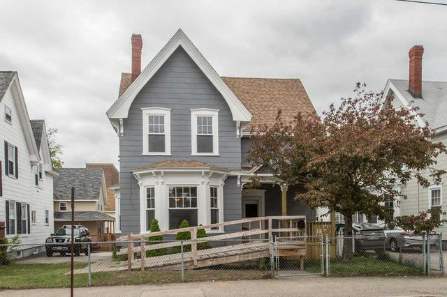 476 Maple St, Manchester, NH 03104