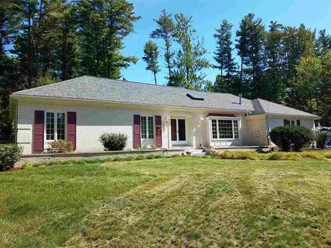 14 Shaw Dr, Bedford, NH 03110