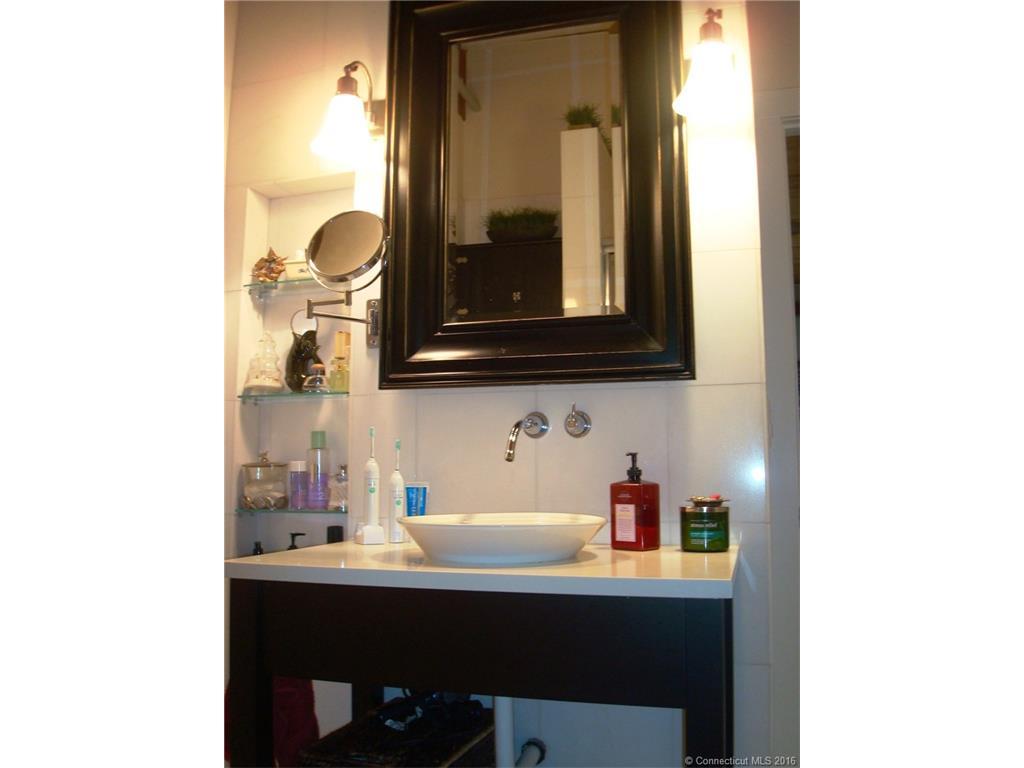 Bathroom Lights Norwich 68 thermos ave #406, norwich, ct 06360 mls# e10177427 - movoto