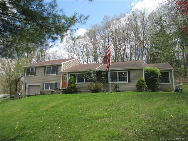 3 Sycamore Dr, Newtown CT 06470