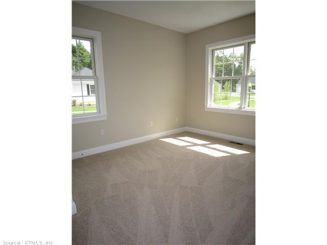 8 Bantry Rd, Simsbury CT 06070