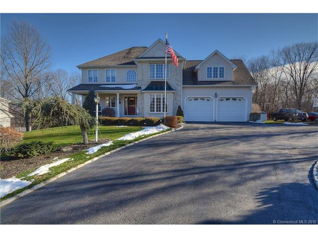 153 Pond View Dr, Watertown, CT