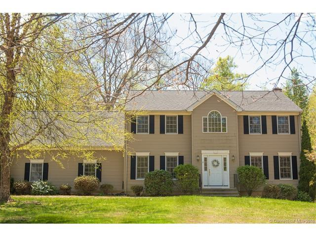 11 Bridle Ln, Wallingford, CT