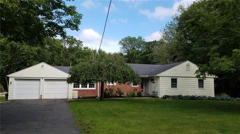 15 Laurel Rd, Woodbridge, CT 06525