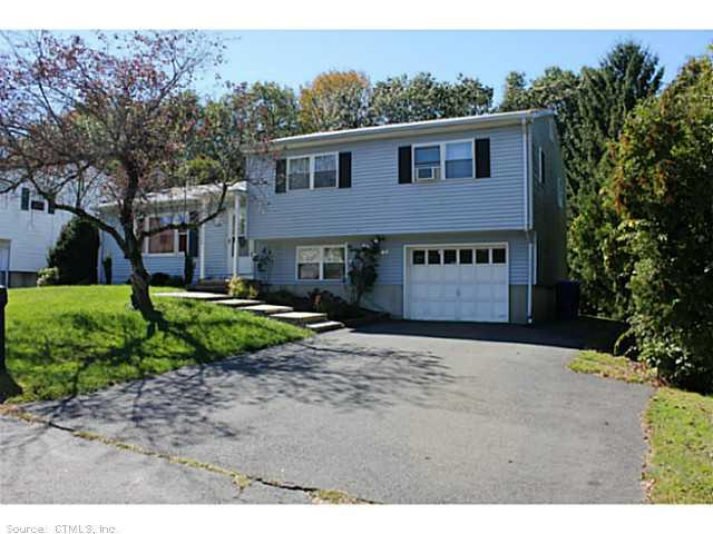 126 Hickory Hill Dr, Waterbury, CT