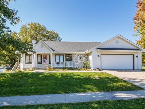 605 N 15th St, Indianola, IA 50125