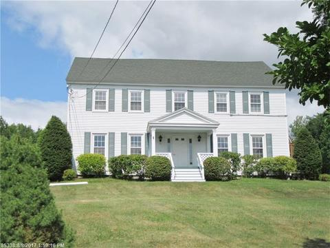 15 Old Western Ave, Winthrop, ME 04364