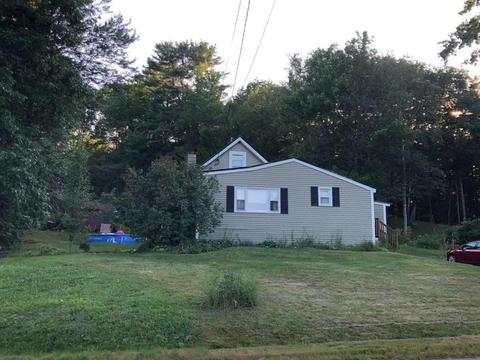 21 Chadbourne Rd, Lewiston, ME 04240