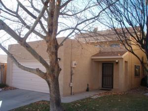 7905 Wren Ln, Albuquerque NM 87109