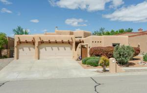 8415 Petaluma Dr, Albuquerque NM 87122