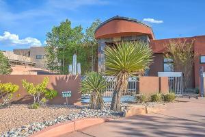9450 Elena Dr, Albuquerque NM 87122
