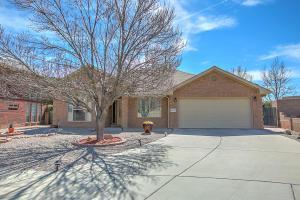 8312 Hillsboro Ct NW, Albuquerque, NM 87120