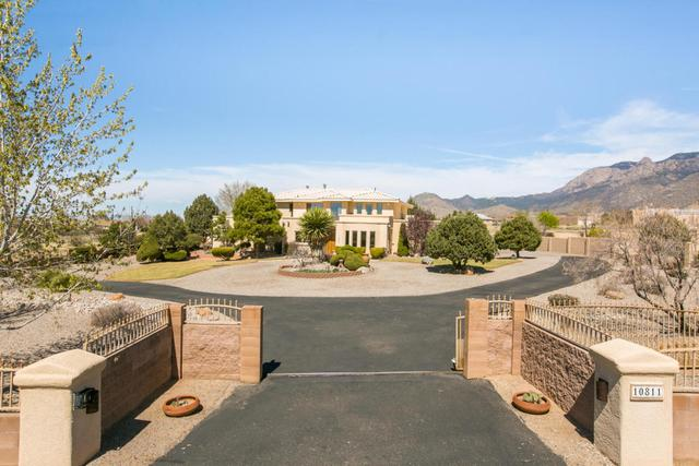 10811 Santa Monica Dr NE, Albuquerque, NM 87122